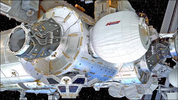 打造充氣式居住太空艙的畢格羅航太公司提供的模擬畫面顯示,太空艙與國際太空站接合後可充作太空人的額外起居空間。(美聯社)