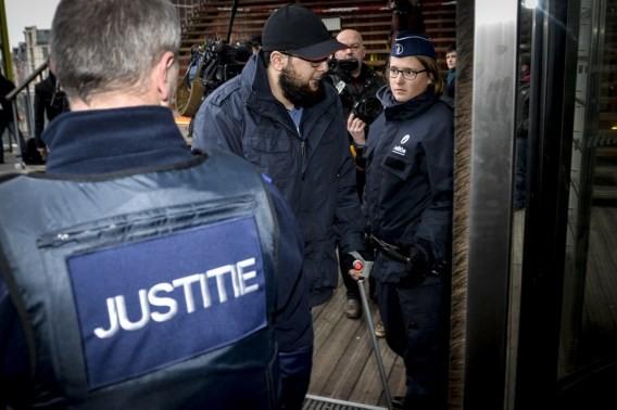 比國檢方稍早證實抓到巴黎恐攻的第6位嫌犯。(圖擷自標準報)