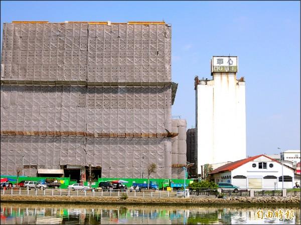 中國城拆除中,見證台南運河史的台南區漁會舊倉庫,文史界呼籲市府保留活化。(記者洪瑞琴攝)