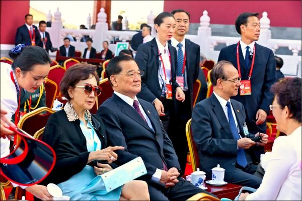 前副總統連戰在去年九月赴中國參加大閱兵典禮,因政府派出的警官隨扈隨行,引發濫用警官隨扈、破壞警政制度爭議。(中央社資料照)