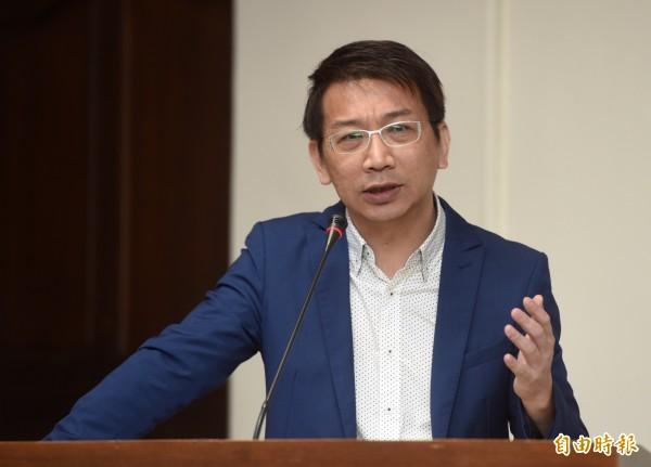 徐永明今天呼籲,法務部長羅瑩雪應該再次赴中國要人。(資料照,記者簡榮豐攝)