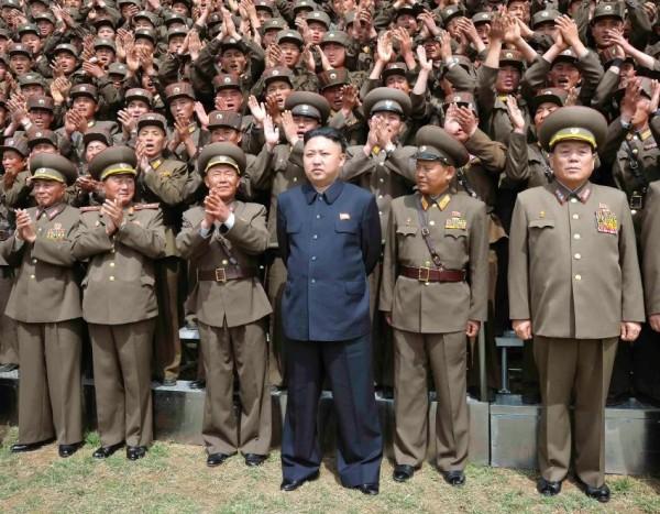南韓官方今日證實,一名北韓偵察總局大校去年投誠南韓,他的位階等同南韓的「二星中將」,是脫北者中軍銜最高的一位。多家媒體指出,高階軍官投奔南韓非常罕見。(圖擷自Spiegel)