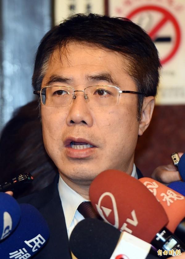 對於8名台灣人在肯亞涉案判無罪後,遭中國施壓遣返中國,民進黨立委黃偉哲受訪批評,難怪國人要在護照上貼「台灣國」。(資料照,記者廖振輝攝)
