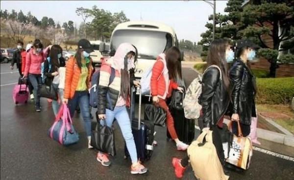南韓研究北韓關係的專家則指出,北韓大量動員勞動力,進而導致北韓國內民不聊生,是脫北者增加的主要原因之一。(圖擷取自韓聯社)
