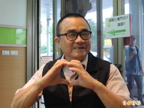 府城客運司機黃靖男強調愛心是他服務最高信條。(記者洪瑞琴攝)