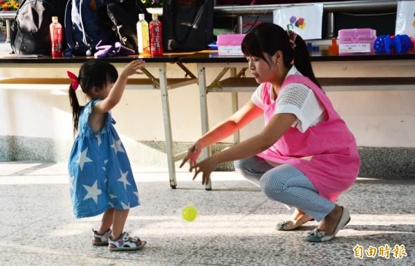 社會局推動0到3歲的「幼兒托育發展指導」,激發幼童的發展潛能。(記者蘇金鳳攝)