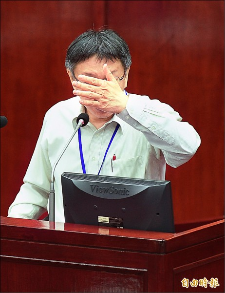 台北市長柯文哲12日赴市議會進行施政報告,歷經杯葛與道歉風波後,終於上台報告。(記者張嘉明攝)