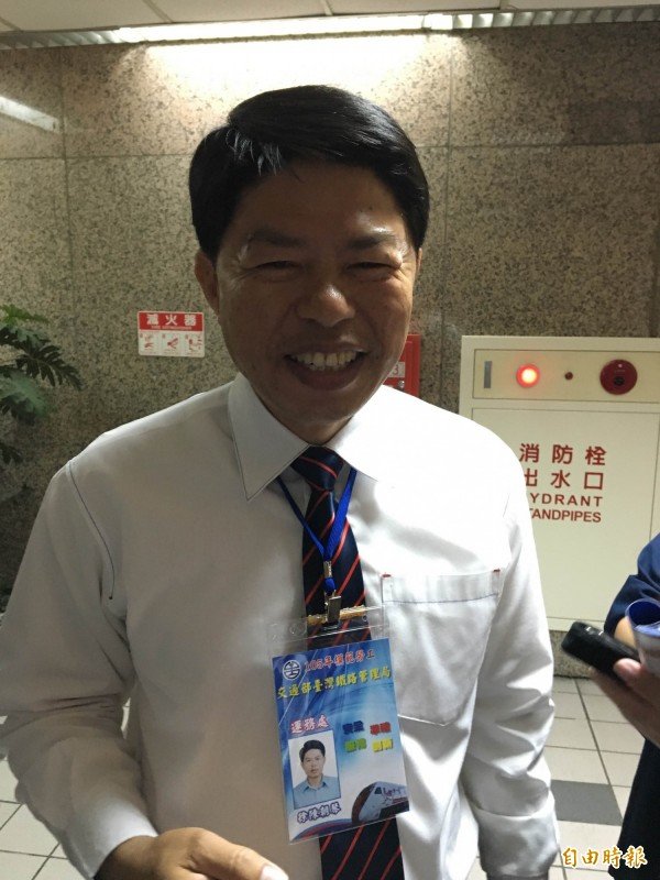 台鐵列車長徐陳朝琴,5年內補票近5萬張,堪稱台鐵最會補票的列車長之一,今年如獲模範勞工。(記者黃立翔攝)