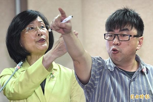 段宜康痛批羅瑩雪,離開委員會之前就應該辭職了。羅瑩雪也回批段宜康,「您這樣講就是民粹」。(本報合成,記者劉信德攝)