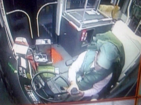 府城客運公司指黃靖男司機在行駛中滑手機,黃嚴正否認。(圖由府城客運提供)