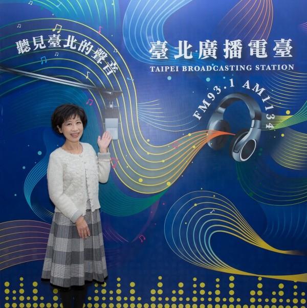 陳佩琪接受台北電台專訪。(台北市觀傳局提供)