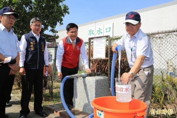 福田水資源回收中心的再生水,已達二級放流標準,可滿足澆灌、洗掃、抑制揚塵等用途。(記者黃鐘山攝)