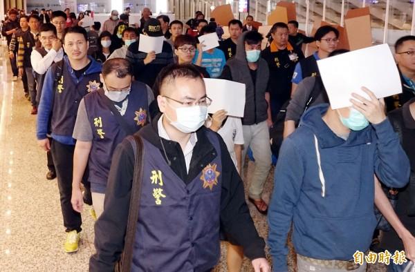 20名遭馬來西亞警方逮捕的電信詐欺犯嫌返台偵訊後遭釋放,徐永明認為這是法務部消極所造成。(記者朱沛雄攝)