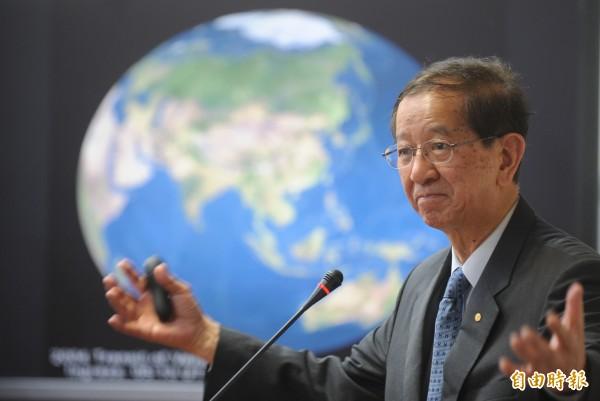 前中研院長李遠哲17日上午參加全國NGOs環境會議,針對全球氣候暖化問題發表專題演說。(記者劉信德攝)