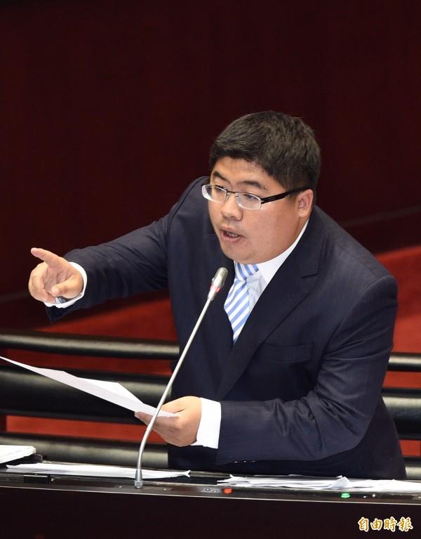 民進黨立委蔡易餘痛斥羅瑩雪不應該把法務部新聞稿,當成了個人粉絲專頁。(資料照,記者羅沛德攝)