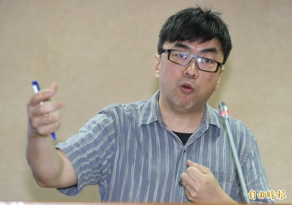 立委段宜康問羅瑩雪,「自己錯了還怪人」新聞稿中點名批評「徐永明等立委」,還包括誰?羅瑩雪以不想擴大爭議為由,說「我今天不想講」。(記者張嘉明攝)