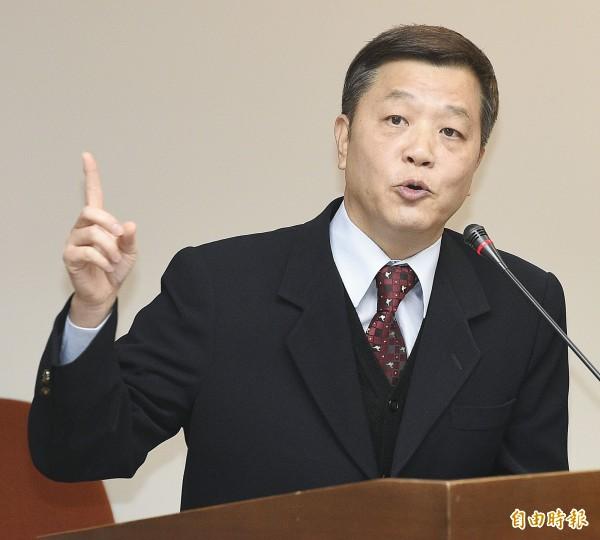 有媒體報導指出,勞動部長陳雄文今天力挺法務部長羅瑩雪,認為她是就事論事,針對立委所提問的問題,能講清楚最重要。(資料照,記者陳志曲攝)