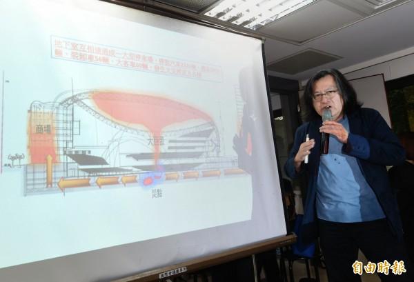台北市長柯文哲18日出席議會民進黨團大會,報告大巨蛋及廣慈園區開發案,並由都發局長林洲民(圖)做細部說明。(記者方賓照攝)