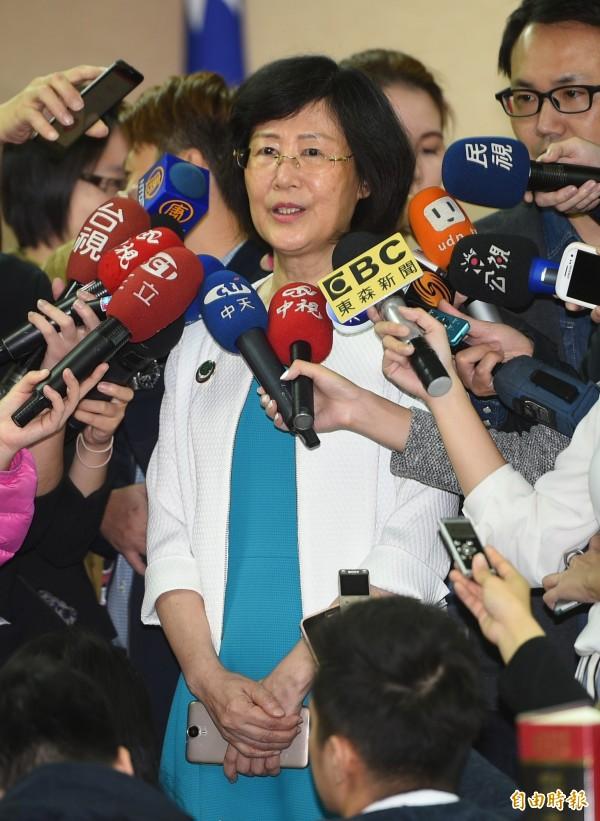 法務部長羅瑩雪18日赴立法院報告,會前接受媒體訪問。(記者張嘉明攝)