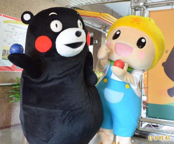 「高通通」與「熊本熊」是好麻吉。 (記者陳文嬋攝)