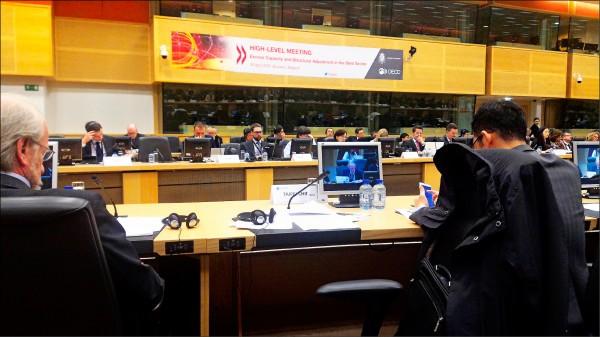 台灣代表團18日出席比利時與經合組織(OECD)舉辦的國際鋼鐵會議,在中國施壓下, 我代表團被迫退場;經抗議後,我代表團在19日才重新進場開會。(中央社)