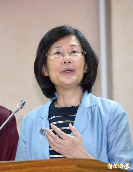 法務部長羅瑩雪連日與立委對嗆,引發爭議,網友甚至發起連署,要掛失印有羅瑩雪名字的「律師證書」。(資料照)