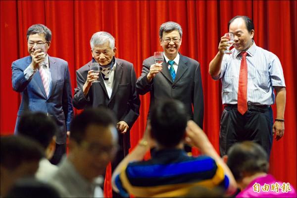 準副總統陳建仁(右二)昨參加全國廣播電台後援會感恩餐會。(記者羅沛德攝)
