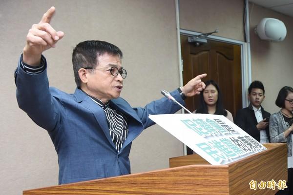 立法院昨首次審查促轉條例草案,國民黨團動員12人登記程序發言杯葛。(記者簡榮豐攝)