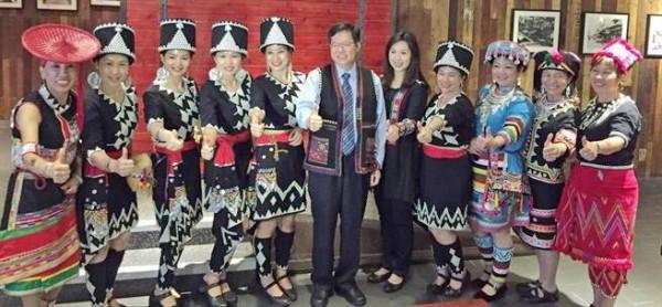 市長鄭文燦偕妻子參加雲南風味國宴餐會。(市府觀光旅遊局提供)