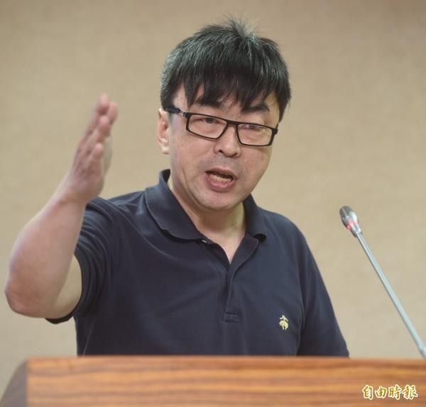 段宜康諷刺,游梓翔在中國的發言「真是夠乖」。(記者簡榮豐攝)