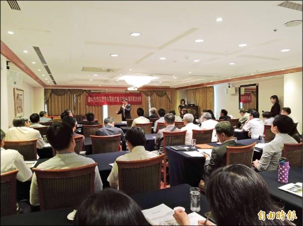 台中市政府舉行惠來厝社會住宅BOT案的招商說明會,現場擠滿有興趣的建商(記者蘇金鳳攝)