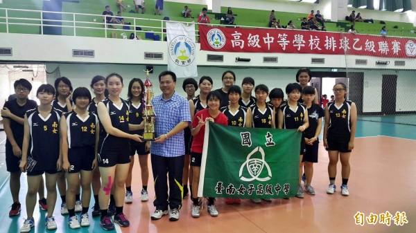 高中排球乙級聯賽,台南女中連續4年闖進4強。 (記者黃文鍠攝)