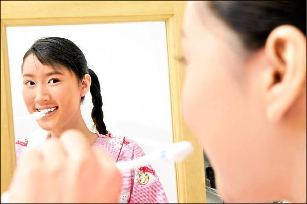 ▲正確潔牙很重要;圖為情境照。
