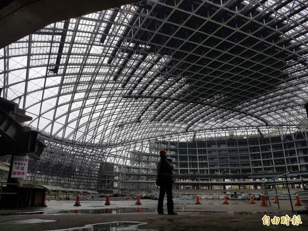 台北市議會工務委員會議員上午現勘大巨蛋工地。(記者劉信德攝)