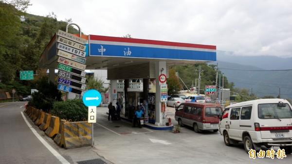 依據浮動油價機制估算,預估下週汽、柴油分別調漲0.3元、0.4元!(資料照,記者張慧雯攝)