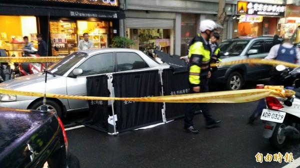 罹有憂鬱症病史的凌姓女子,今天傍晚被人發現在車內燒炭身亡。(記者陳恩惠攝)