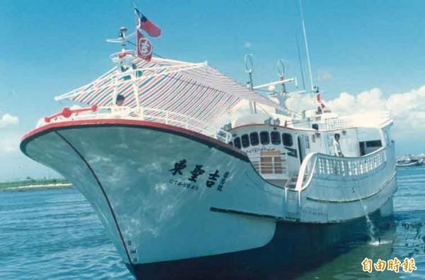 為了不讓東聖吉號事件再度發生,海巡署決定派兩中型艦護漁三個月。(資料照,記者葉永騫攝)