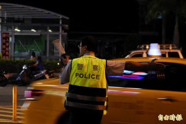 外勤警員生活作息不正常,勤務較為特殊,一般警官為體恤基層,得知部屬勤務中病倒,會下令主動申請公傷假,但台南市警一分局卻相對消極。圖為示意圖。(記者王捷攝)