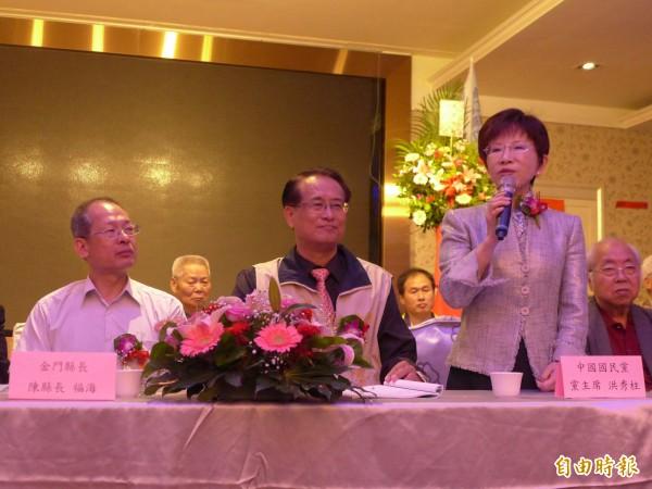 國民黨主席洪秀柱(右)指出秘書長人選即將公布。(記者李雅雯攝)