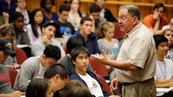 許多刻版印象認為中國留學生用功上進,但有美國教授持反面意見。(圖擷取自網路)