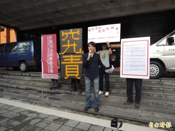 民間司改會執行長高榮志指出,台北地檢署檢察官是做出一個「非常荒謬」的不起訴處分。(資料照,記者張文川攝)