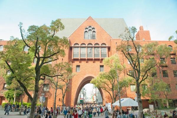 有外媒報導指出,日前近畿大學已把校名改為「Kindai University」。(圖擷自近畿大學官網)