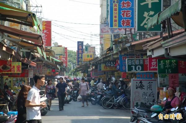 屏東市民族夜市假日徒步區將在在5月14日上路。(記者李立法攝)