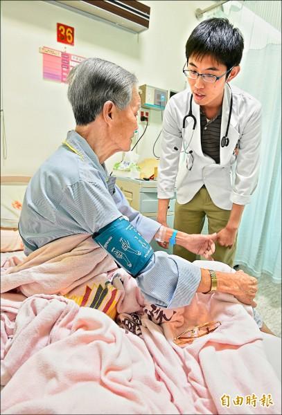 準衛福部長林奏延昨日表示,將在四年內把住院醫師納入勞基法規範,每週有固定合理工時。 (記者朱沛雄攝)