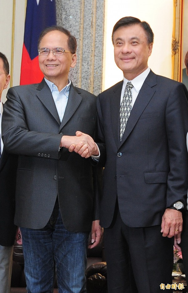 前行政院長游錫堃(左)針對農業政策拜會立法院長蘇嘉全(右)。(記者王藝菘攝)