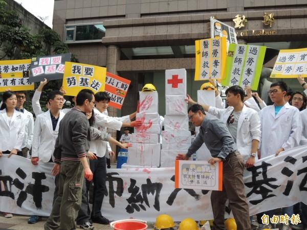 媒體報導指出,這4個月來全台至少有4位醫師發生中風、猝死的不幸悲劇。(資料照,記者黃邦平攝)