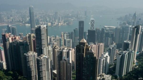香港中文大學一項調查發現,超過85%的港人贊成在中小學教授普通話(中文),不過,在是否學習簡體字方面則意見分歧,50.8%的人並不贊成在課堂中學習簡體字,僅41%的人贊成。(法新社)