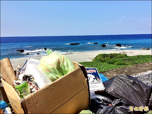 蘭嶼進入觀光旺季,垃圾量也大增。(記者張存薇攝)
