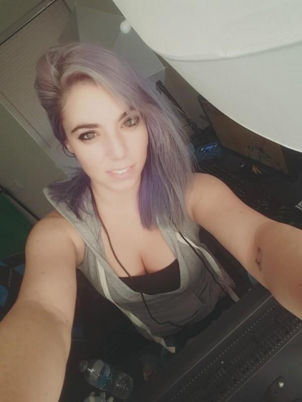 Amanda髮色多變。(圖擷取自Amanda Defrance臉書)
