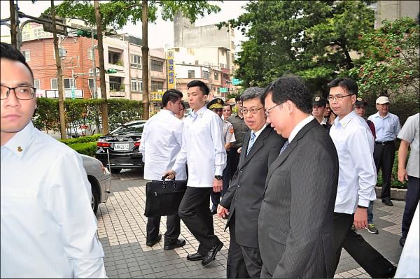 準副總統陳建仁昨由市長鄭文燦陪同參加「前瞻亞洲矽谷,提升台灣競爭力」高峰論壇。(記者周敏鴻攝)